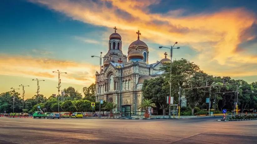 """Bułgaria – Złote Piaski – opera """"Opowieści Hoffmanna"""" i musical """"Człowiek z La Manchy"""" – 11 – 18.07.2021"""