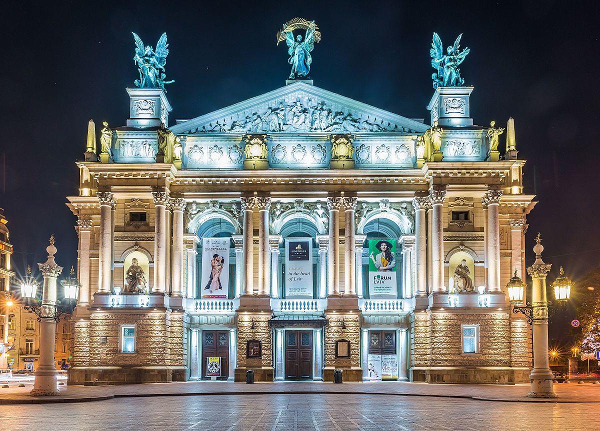 """Lwów – opera """"Natałka Połtawka"""" i balet """"Jezioro Łabędzie"""" – 21 – 23.08.2021"""